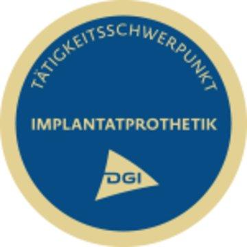 Frontzahnästhetik mit Implantaten